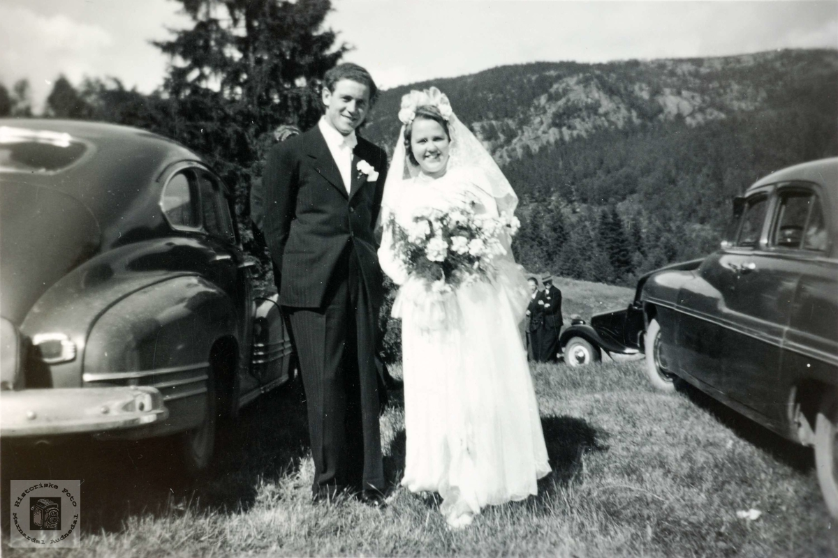 Brudeparet Lars og Torhild Hårtveit på bryllupsdagen. Grindheim Audnedal.