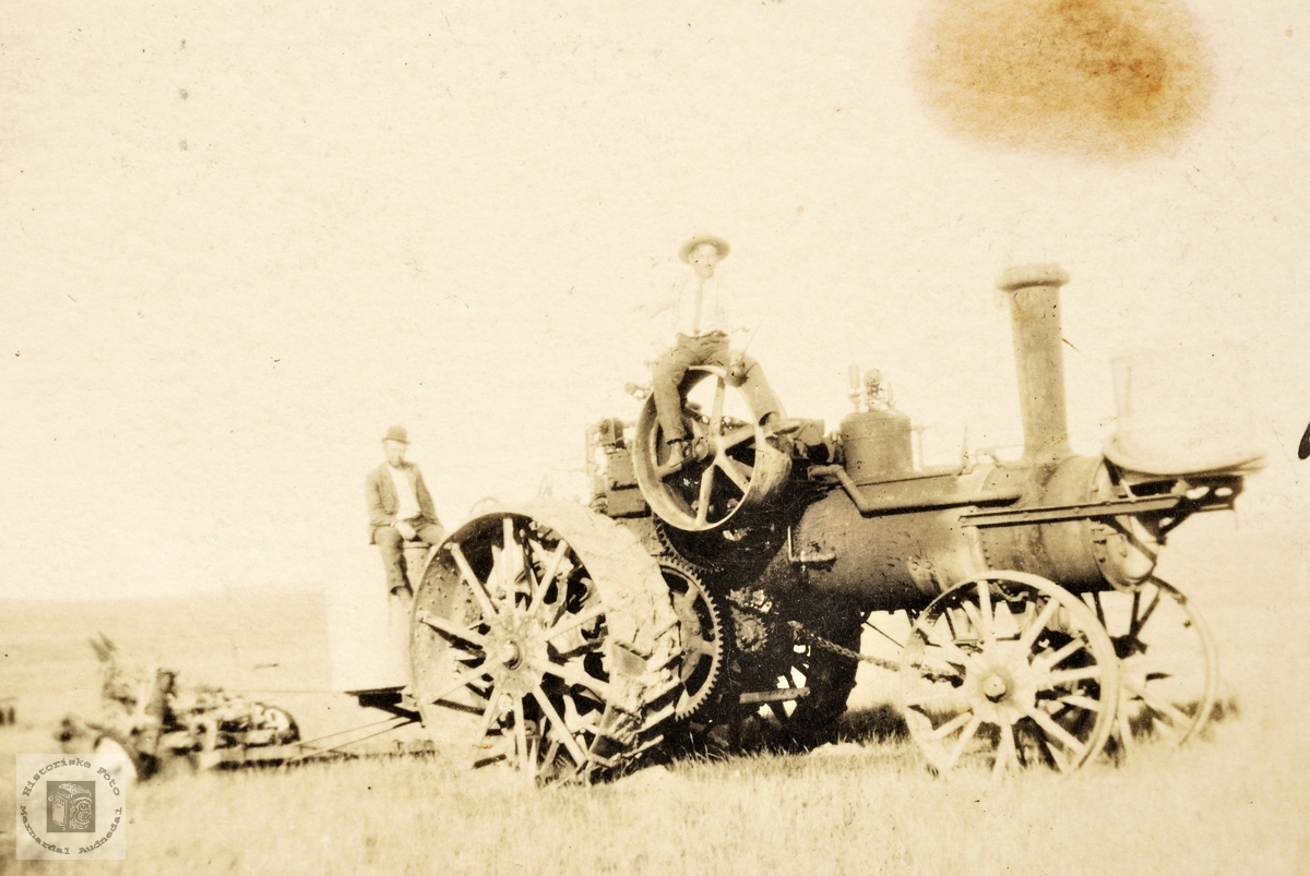Pløying med traktor i Montana USA.