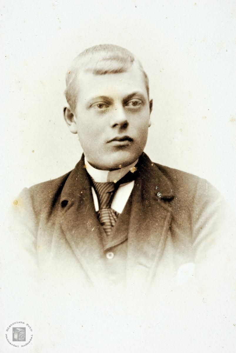 Portrett av Nils Theodor Kvåfjordnes.