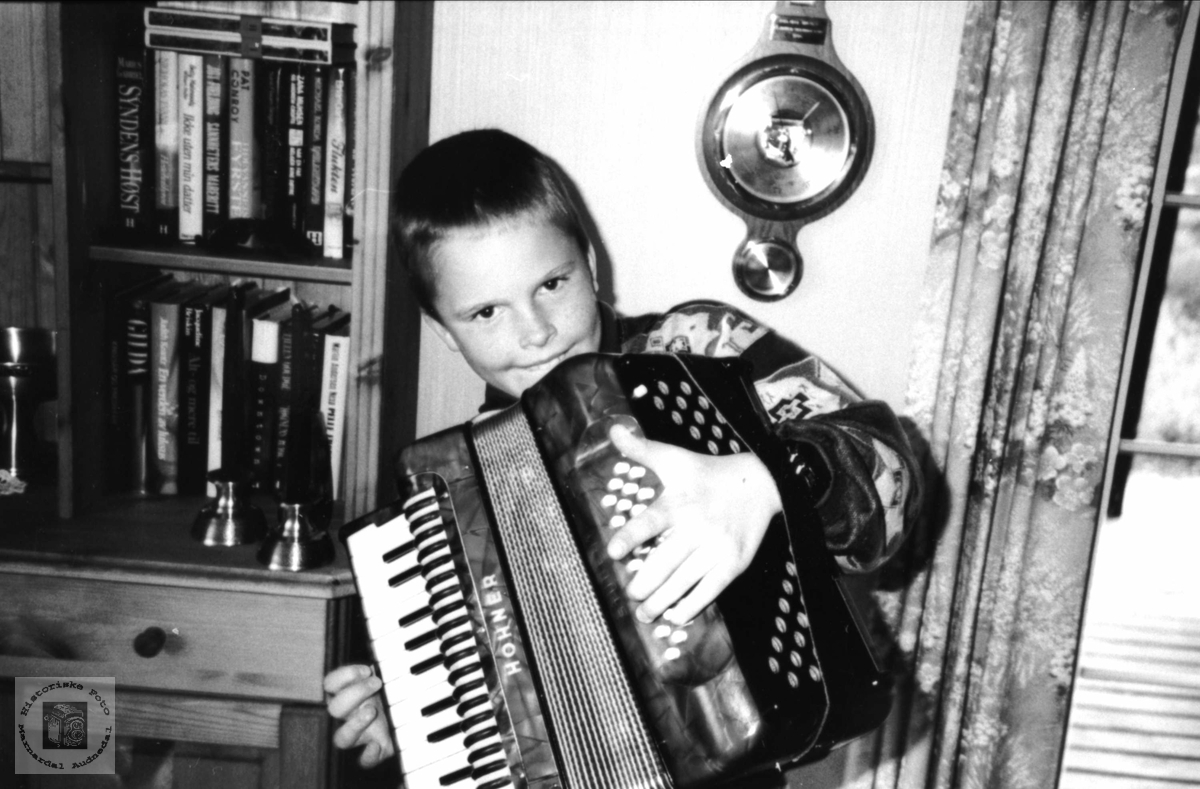 Portrett av ung musikant. Jarle Steinsland, Laudal.