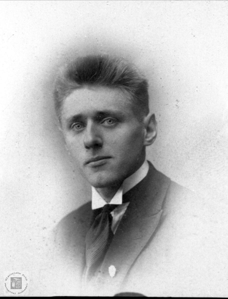 Portrett. Bjørn O. Holmesland.