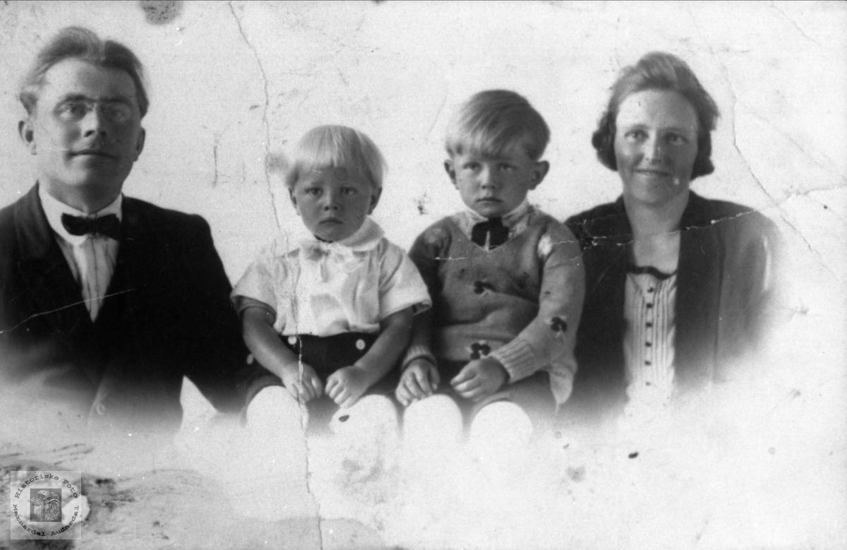 Familiegruppe. Olga og Martin Ånenson, Konsmo.