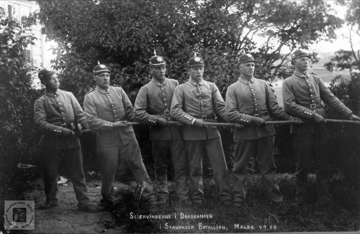 Seiervinderne i dragkampen i Stavanger bataljon
