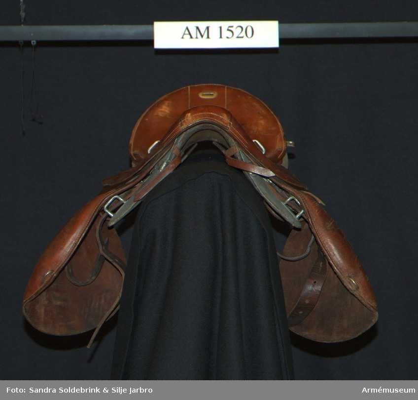 Samhörande nr är 1520-1523.Sadel m/1900, typ 1/S.Nr 557.