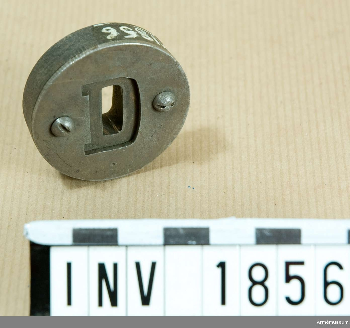 Genom denna skall stansen AM 1854 pressas igenom.  Samhörande nr är 1677-99, 1800-99, 2100-23 (1854-56).