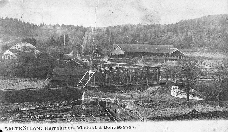 """Text på kortet: """"Saltkällan: Herrgården, Viadukt å Bohusbanan""""."""