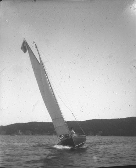 "Enl. text i blå bok: ""Segelbåt, koster."" ::"