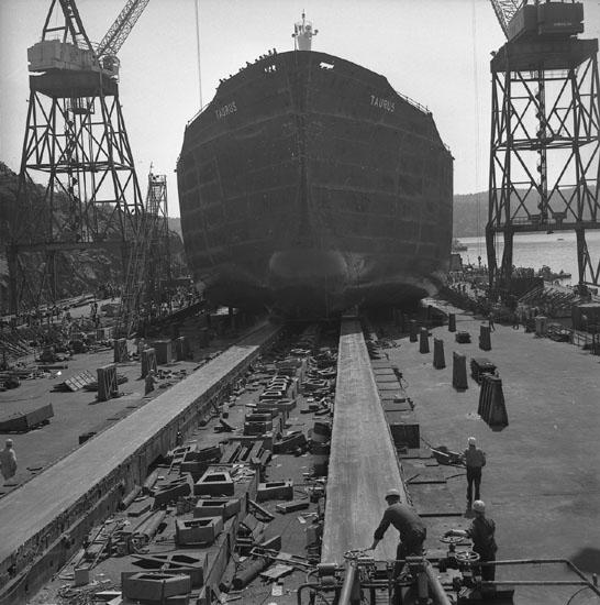 Dop och sjösättning av fartyg 215 M/T Taurus.
