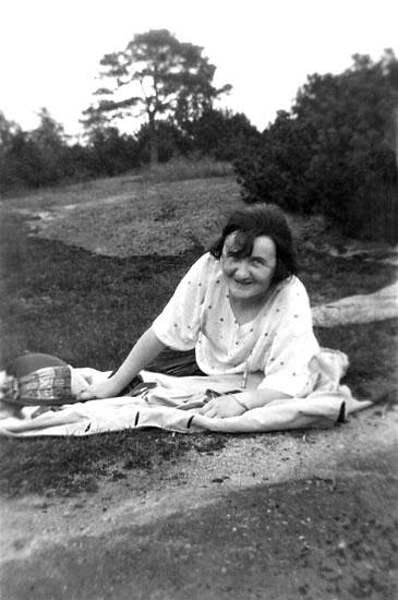 """Enligt noteringar: """"Vid 'Pengaberget', 1924""""."""