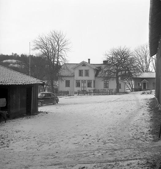 """Enligt notering: """"Bröder får Hjortbergska stiftelsens belöning i Bokenäs 29-11-56""""."""