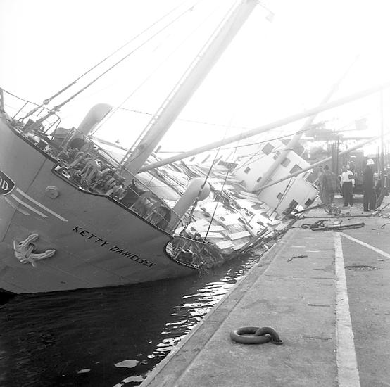 """Enligt notering: """"Dansk båt i U-a hamn 20/8 57""""."""