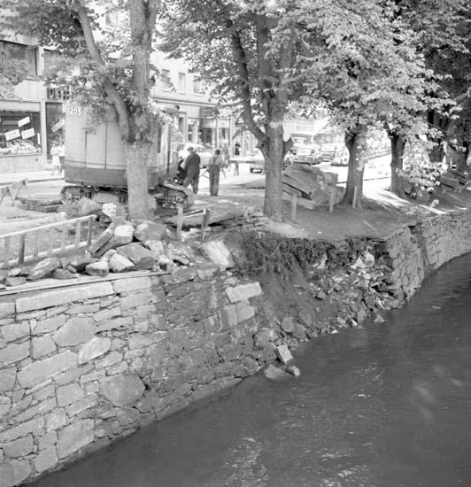 """""""Ras vid Bäveån 9 augusti 1958"""", Uddevalla"""