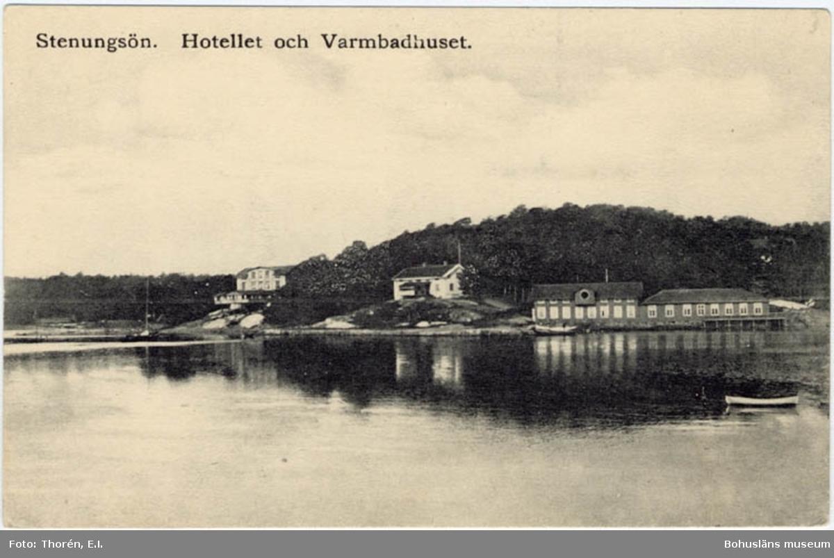 """Tryckt text på bildens framsida: """"Stenungsön. Hotellet och Varmbadhuset."""""""