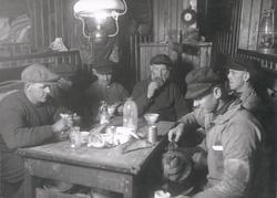 Matdags i skansen på LL965 MARGA 1924