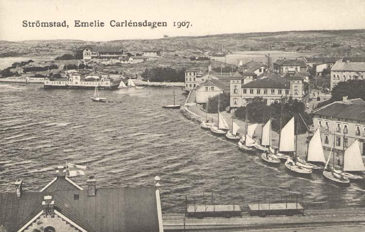 "Tryckt text på kortet: ""Strömstad. Emelie Carlénsdagen 1907."""