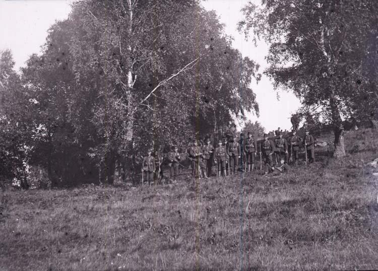 """Enligt text som medföljde bilden: """"Fälttjänstöfningarne i Bohuslän, Ljungskile 21/9 1907""""."""