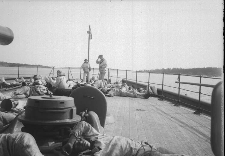 """Enligt text som medföljde bilden: """"Niord. Middagshvila på backen 24/8 1900""""."""
