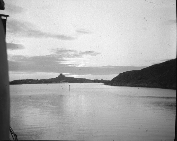 """Enligt text som medföljde bilden: """"Marstrand"""". ::"""