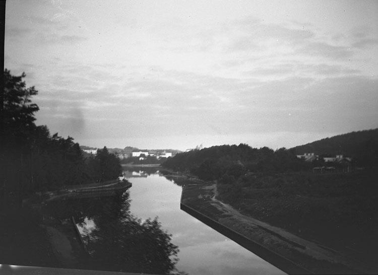 """Enligt text som medföljde bilden: """"Södermanland, Södertelje från järnvägsbron."""""""