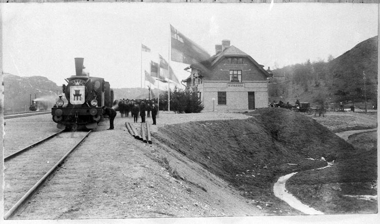 Invigning av Bohusbanan, Munkedals järnvägsstation