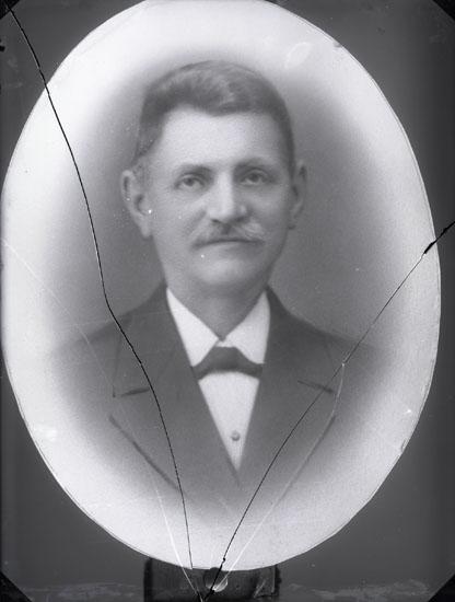 """""""1924. 276. Molle Pettersson far till Ellen Värme (?).""""  (Ragnar Wärmes morfar). Molle hette egentligen Emanuel."""""""