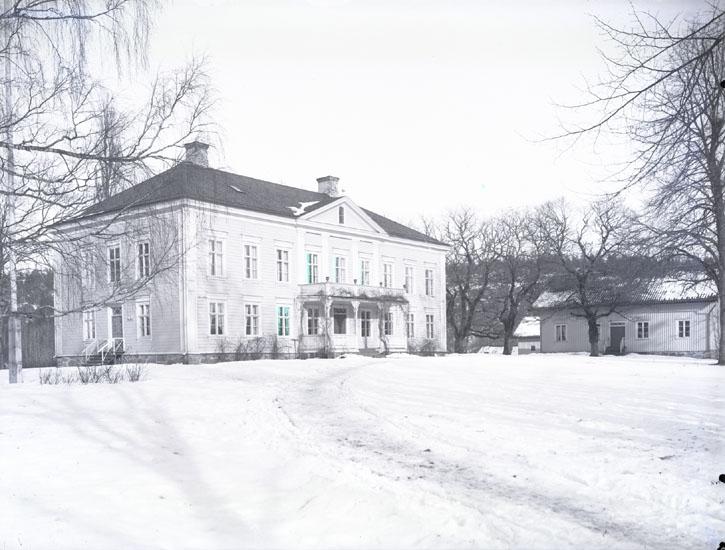 """""""1936. 30. Torps Herrgård. Omkring.""""  """"Till höger bokhålleriet och bokhållarbostaden."""""""