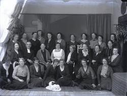 """""""Privat 1933. Kyrkliga kapell syföreningen.""""  """"Namn på per"""