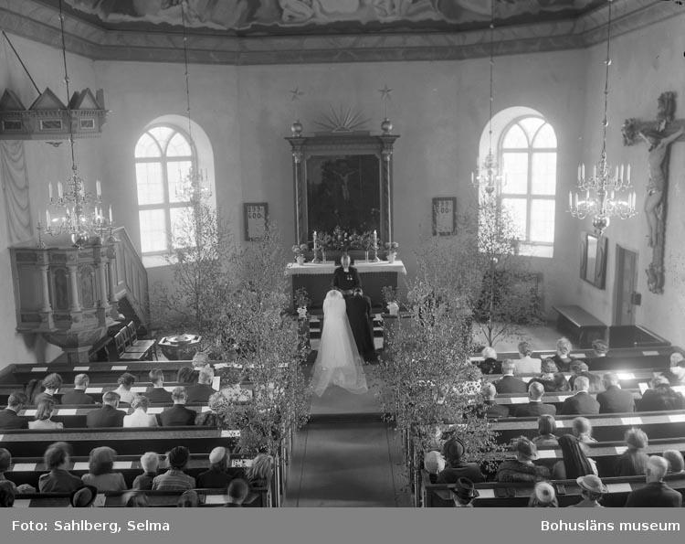 """Enligt fotografens noteringar: """"Brudparet Olof Norberg, Foss kyrka."""""""