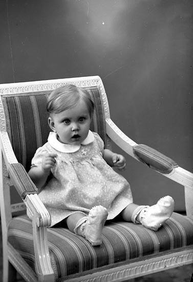 """Enligt fotografens journal nr 8 1951-1957: """"Rudolfsson, Gunnel, Smedseröd Här""""."""