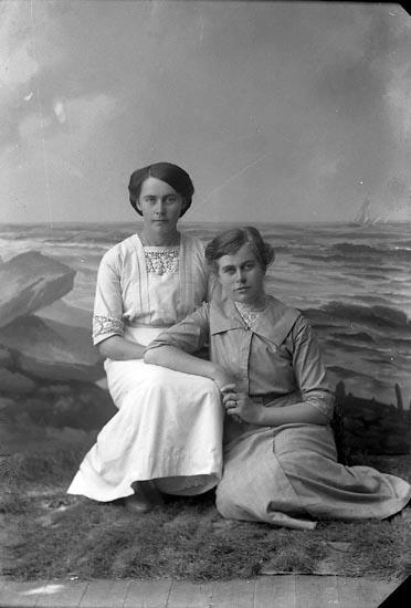"Enligt fotografens journal nr 2 1909-1915: ""Svensson, Hulda Lärarinna Ljungskile""."