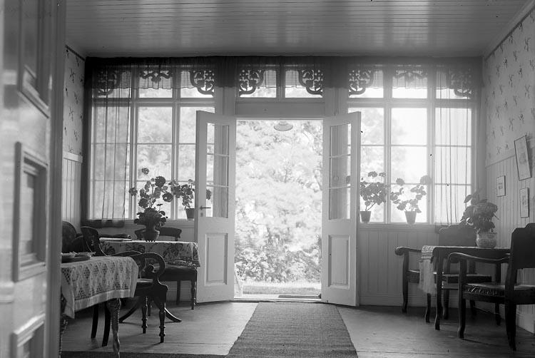 """Enligt fotografens journal nr 5 1923-1929: """"Österberg, Magda Fru Slottet Ön salongen""""."""