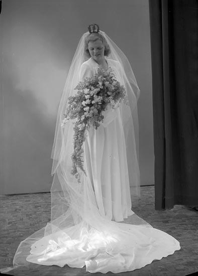 """Enligt fotografens journal nr 6 1930-1943: """"Lindell, Herr Anders Tottvägen 17 Råsunda""""."""