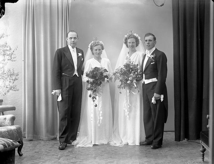 """Enligt fotografens journal nr 7 1944-1950: """"Nilsson och Scherman Lundby Spekeröd""""."""