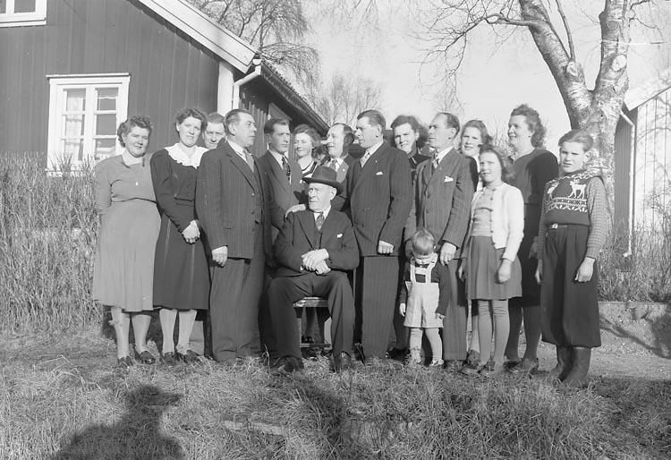 """Enligt fotografens journal nr 7 1944-1950: """"Brant, Familjerna Stenungsund""""."""