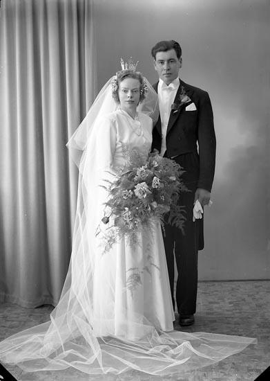 """Enligt fotografens journal nr 7 1944-1950: """"Karlsson, Herr Evert, Houg, Stenungsund""""."""