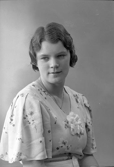"""Enligt fotografens journal nr 6 1930-1943: """"Hall, Linnéa Här""""."""