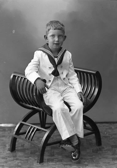 """Enligt fotografens journal nr 6 1930-1943: """"Gösfeldt, Bengt Grössbacke Spekeröd""""."""