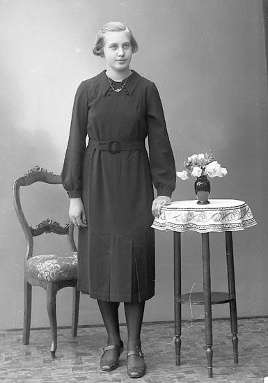 "Enligt fotografens journal nr 6 1930-1943: ""Svensson, Anna-Lisa, Holmgård Ödsmål""."