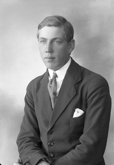 """Enligt fotografens journal nr 4 1918-1922: """"Andersson, Sven St. Askerön""""."""
