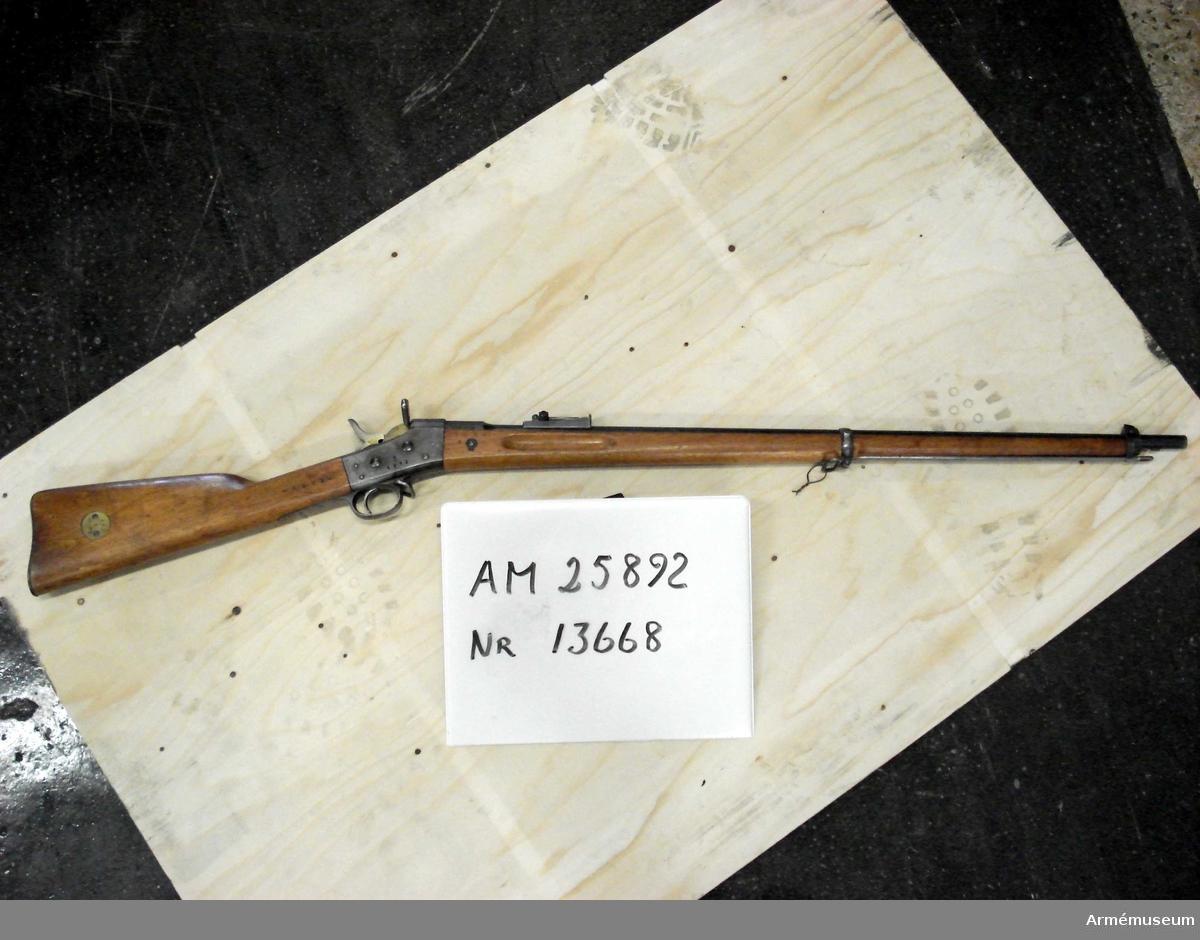 Gevär m/1867-89.Grupp E II f.Armémuseum har erhållit 1000 gevär, 1932:25441, och 514 gevär, 1932:25892. Depositionsuppgifterna kan vara felaktigt förda på respektive nummer då antalet depositioner inte stämmer med antalet inkomna gevär /1991-10 YB.