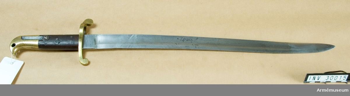 Grupp E II.  Tillverkad av en sabelbajonett m/1867; år 1903? 1903, tnr 4538.  Samhörande nr 30015-7, huggare, balja, hylsa.