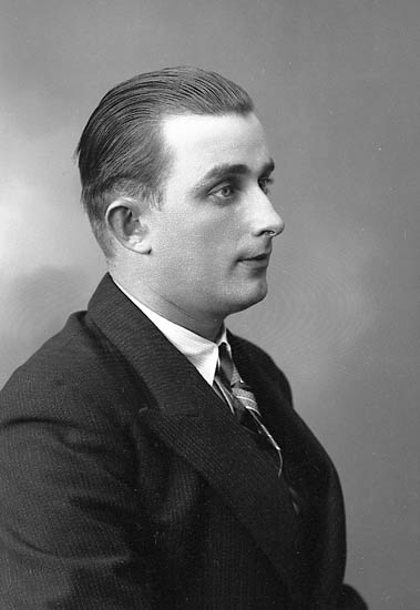 """Enligt fotografens journal nr 6 1930-1943: """"Winkler, Herr St. Höga Jörlanda""""."""