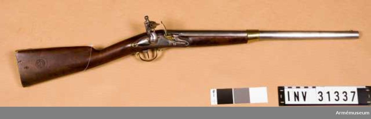"""Grupp E II. Karbin med flintlås för kavalleriet, märkt """"Liège 1840""""."""