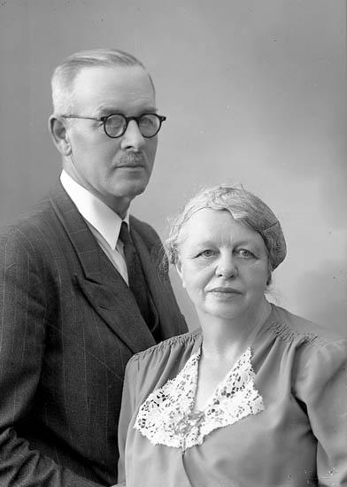"""Enligt fotografens journal nr 7 1944-1950: """"Enander, Herr Lennart, Erik Dahlbergsg. 46 Gbg""""."""