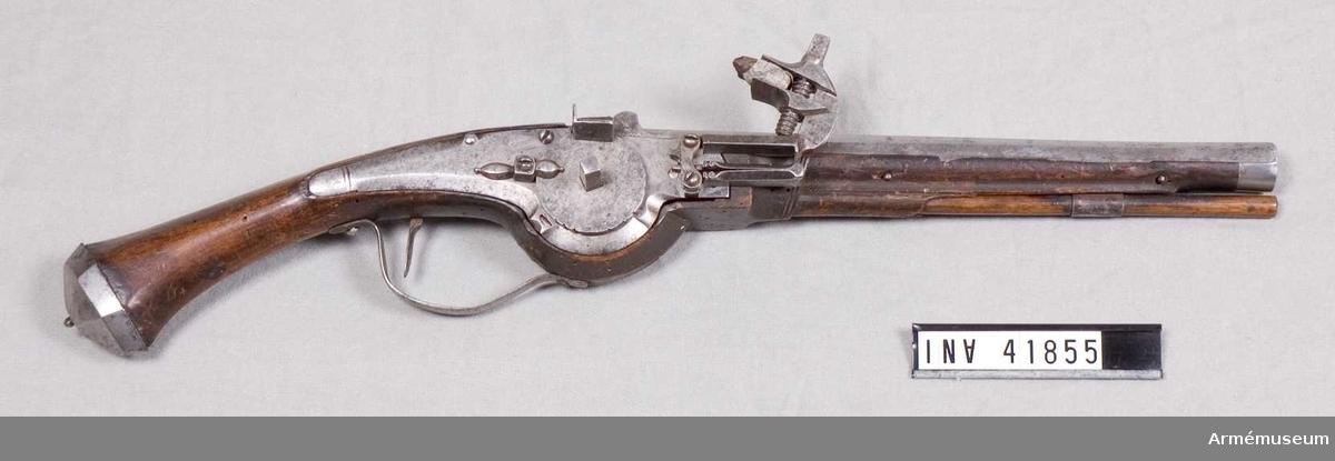 Grupp E III a. Tillverkad i Holland eller Sverige omkring 1630-1640. Loppets rel. längd är 24 kaliber.