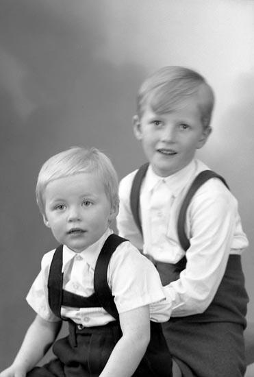 "Enligt fotografens journal nr 9 1958-: ""Pettersson, Herr Gunnar, Smedseröd, Ucklum""."