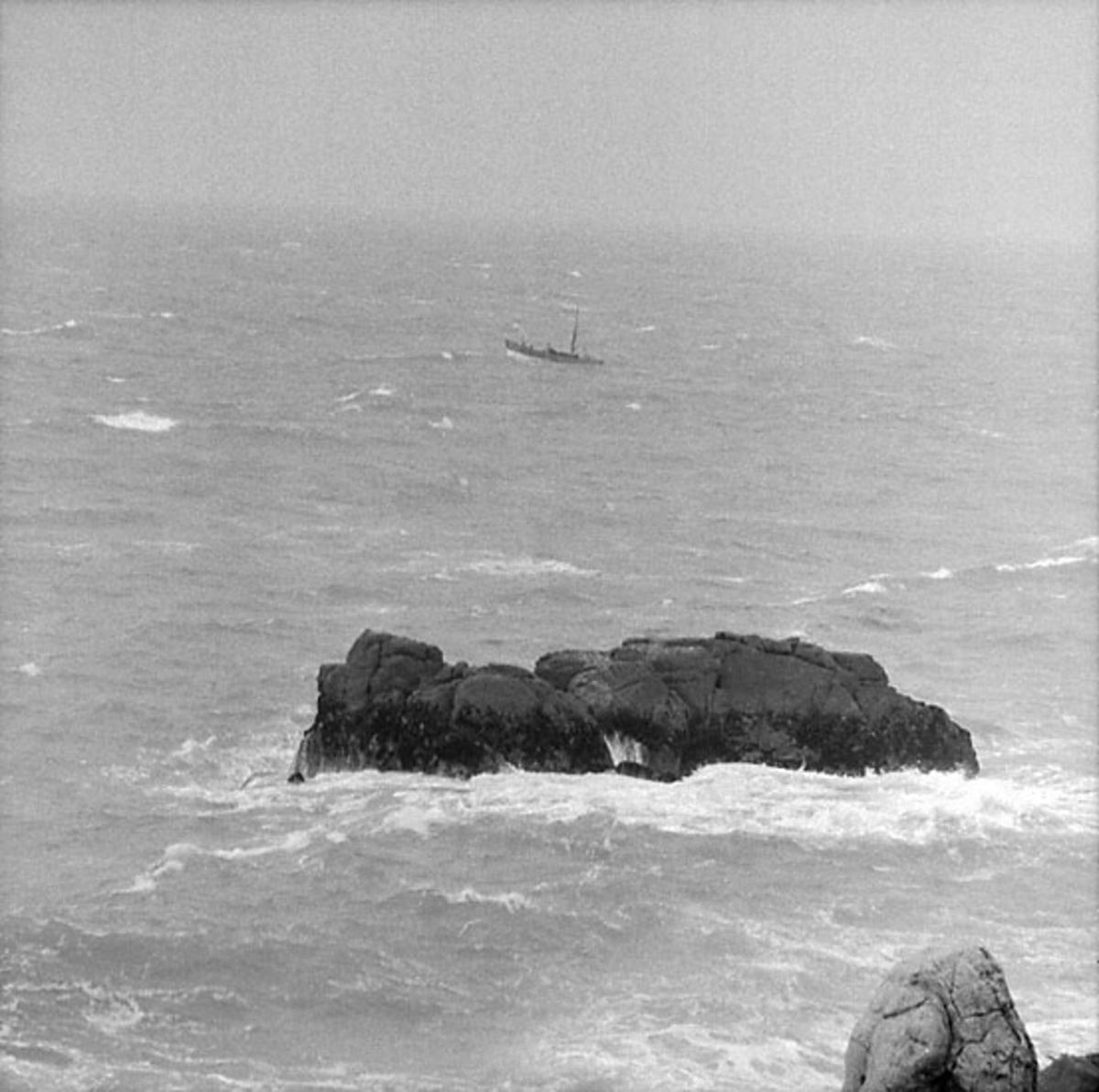 8. Frankrike. Fotojournal finns på B.M.A. + fotoalbum. Samtidigt förvärv: Böcker och arkivmaterial. Foton tagna mellan 1959-10-16 och 1959-10-17 12 Bilder i serie.