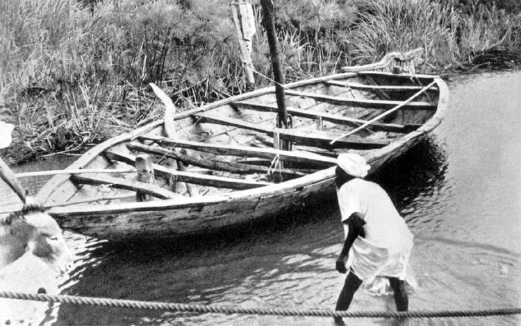 Skrivet på vidhängande papper: Nilbåt 1939. Byggnadssättet detsamma som UMFA53810_1845, endast med den skillnaden att dymlingarna ersatts med spik.  Fotograferat av: Hornell