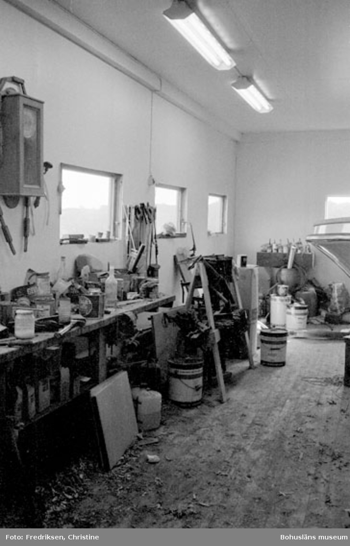 """Motivbeskrivning: """"Klöveröns varv, översikt verkstaden."""" Datum: 19800919"""