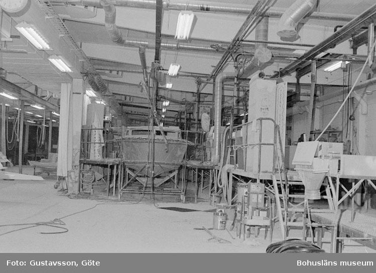 """Motivbeskrivning: """"Gullmarsvarvet AB, Ulseröd, bild från A-hallen."""" Datum: 19801031"""